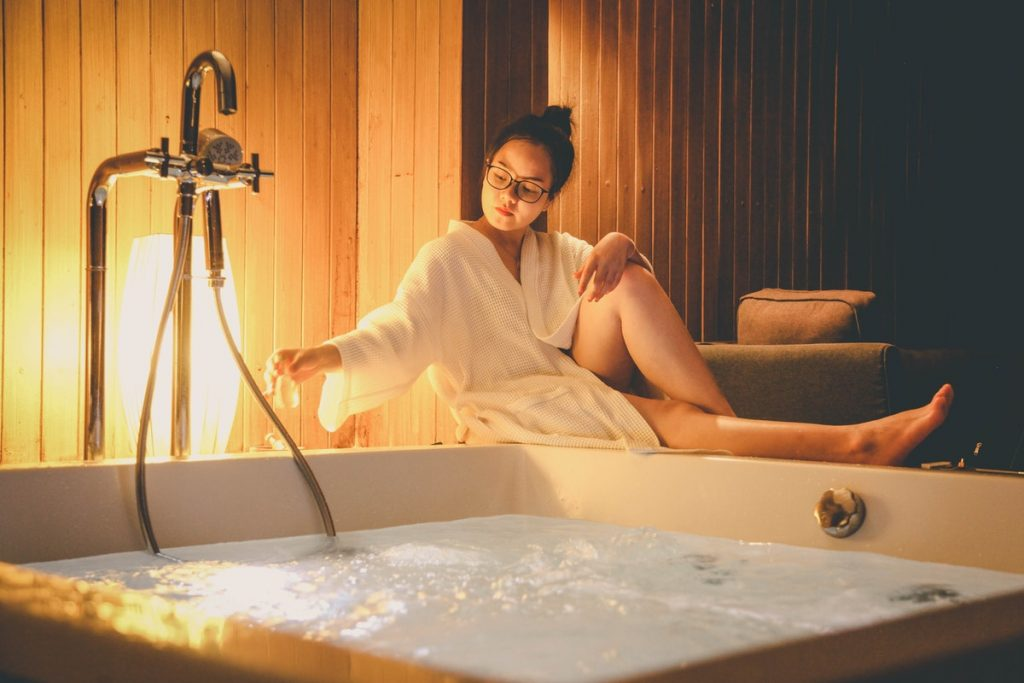health benefits of hot tub